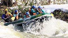 ラフティングシーズン本番 北海道・尻別川 急流に歓声