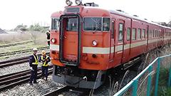 解体される赤電車や北斗星の車両 室蘭港に