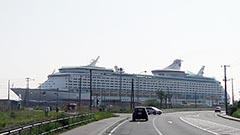 アジア最大級の豪華客船 室蘭港に 中国人3千人以上乗せ