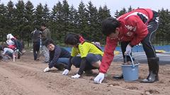 秋に収穫&昇格するぞ コンサ選手が農業体験 北広島