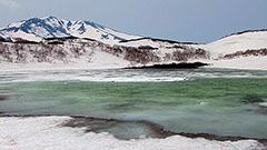 淡い緑の湖面美しい羅臼湖<知床リポート>