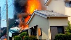 小型機が住宅街に墜落炎上 住民ら3人死亡 東京・調布、5人けが9棟燃える