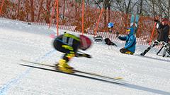 スキー直滑降の速度競う 今金で大会