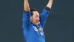 ドームが「宇宙」に 毛利さん始球式 日本ハム本拠地開幕