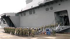陸自支援隊 護衛艦「いずも」で小樽出港<熊本地震>