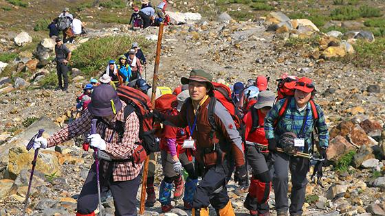 夏の十勝岳 大自然満喫 山開き登山会