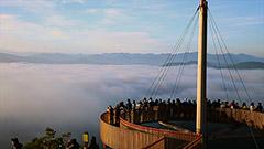 雲海の空中散歩楽しむ トマム