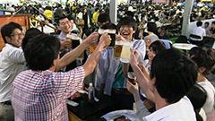 ビール党待望 大通ビアガーデン始まる 札幌