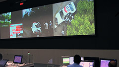 ヘリから逃走車追尾映像 道警が通信指令室公開し訓練